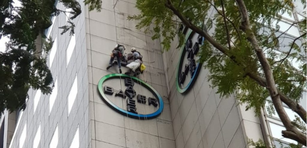 Rope Access Signage Installation and Removal Singapore