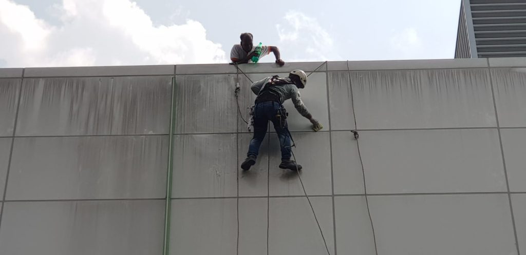 Rope Access Cleaning Service Singapore